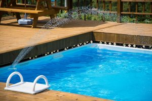 piscina con madera Paradela